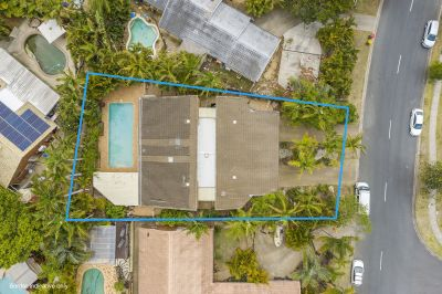 Large Family Residence with Swimming Pool. 802m2 block