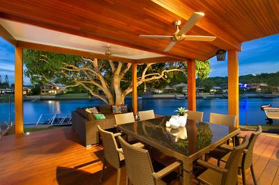 Quality Renovation  Perfect Family Entertainer on Pristine Waterway