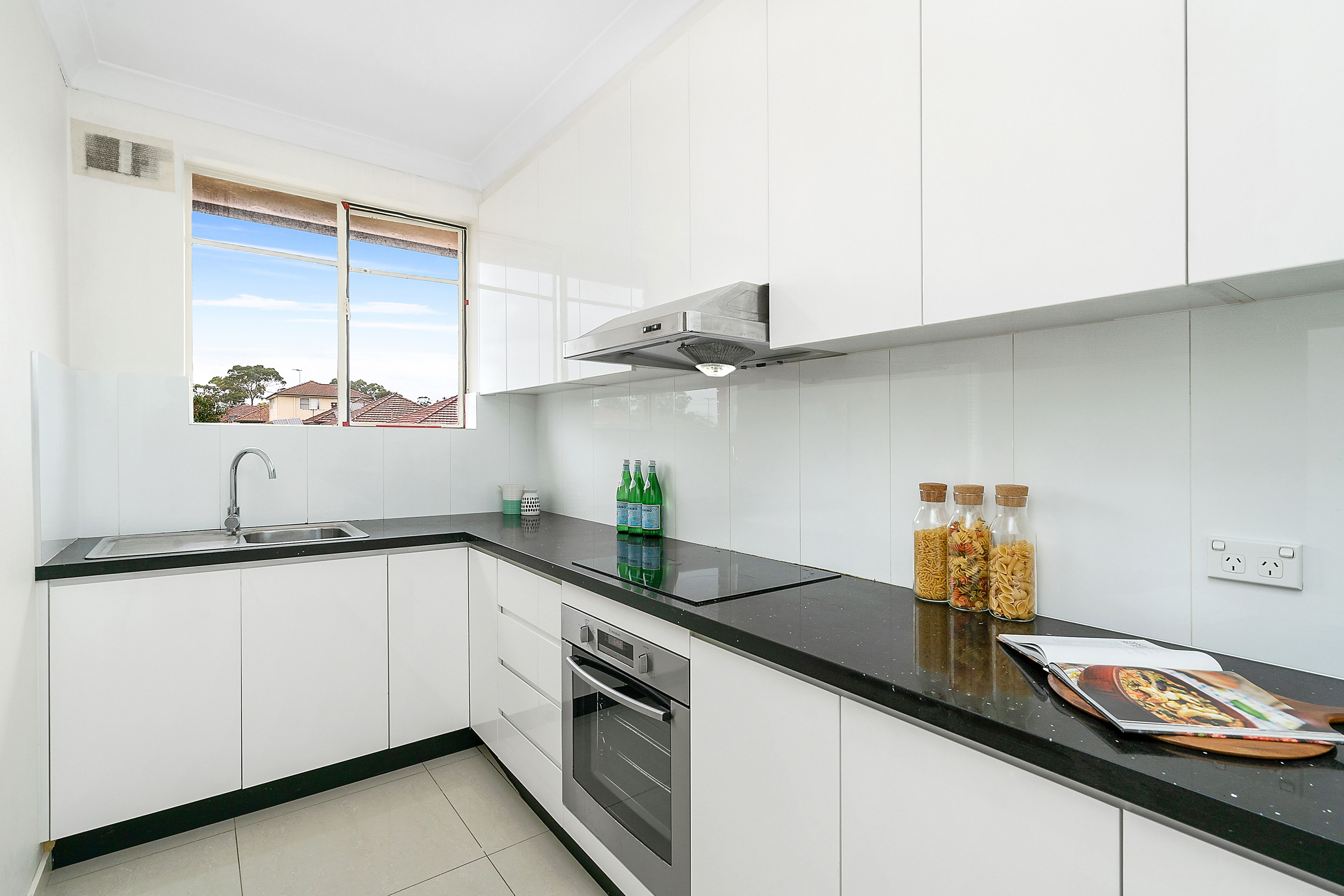 8/379 King Georges Road, Beverly Hills