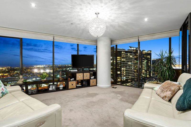 * UNDER OFFER * Incredible Marina & Port Philip Bay views and stylish renovated touches