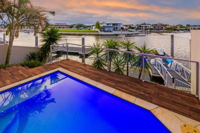 Spacious 34sq Waterfront Villa with Long Canal Views