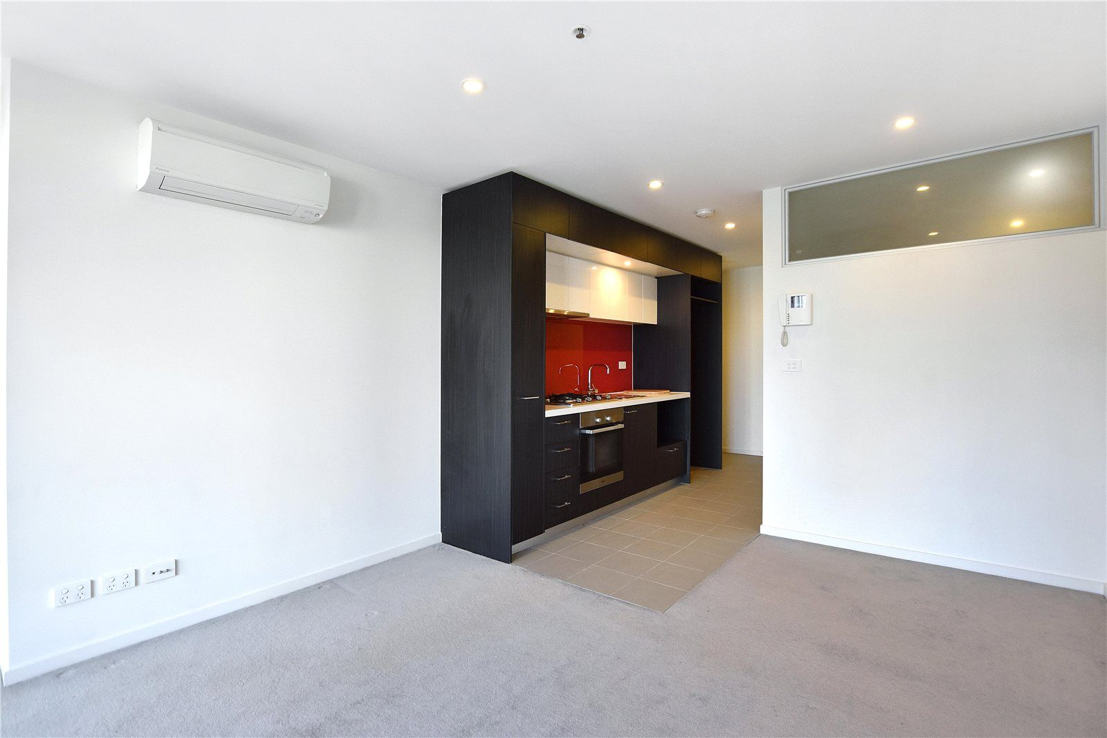Melbourne Sky: Spacious One Bedroom Apartment in the Heart of Melbourne!