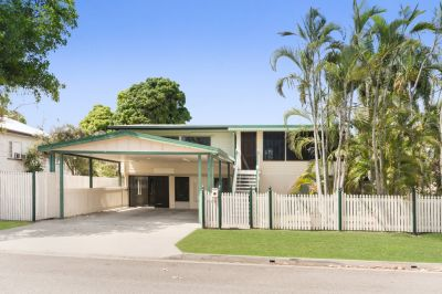 Priced to Sell: Family Living and Entertainer on 809m2