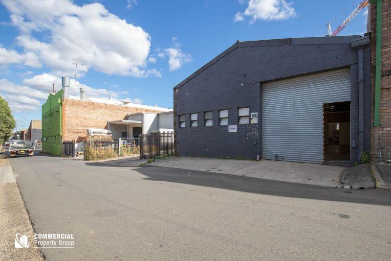 272M² SHOWROOM/WAREHOUSE ON PRINCES HIGHWAY