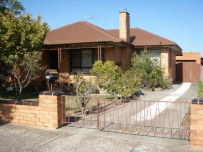 GREAT HOME IN GREAT LOCATION - CLOSE TO TRAIN!