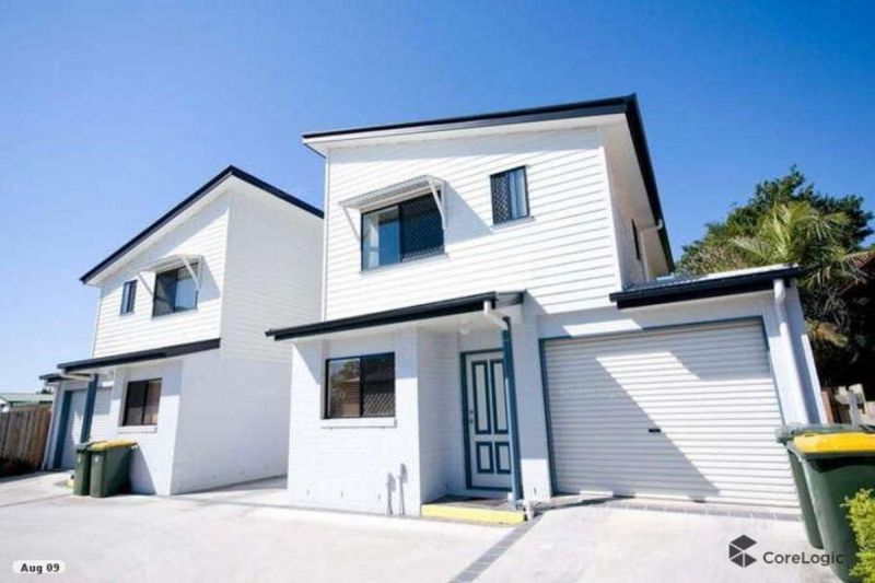 Private Quiet Living three bedroom Townhouse at rear of the complex