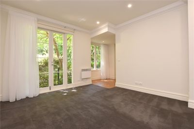 Renovated Two Bedroom Residence with Fantastic Entertainers Terrace!