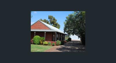 HOME AWAY FROM HOME BESIDE LAKE MULWALA WHERE THE OVENS MEETS THE MURRAY