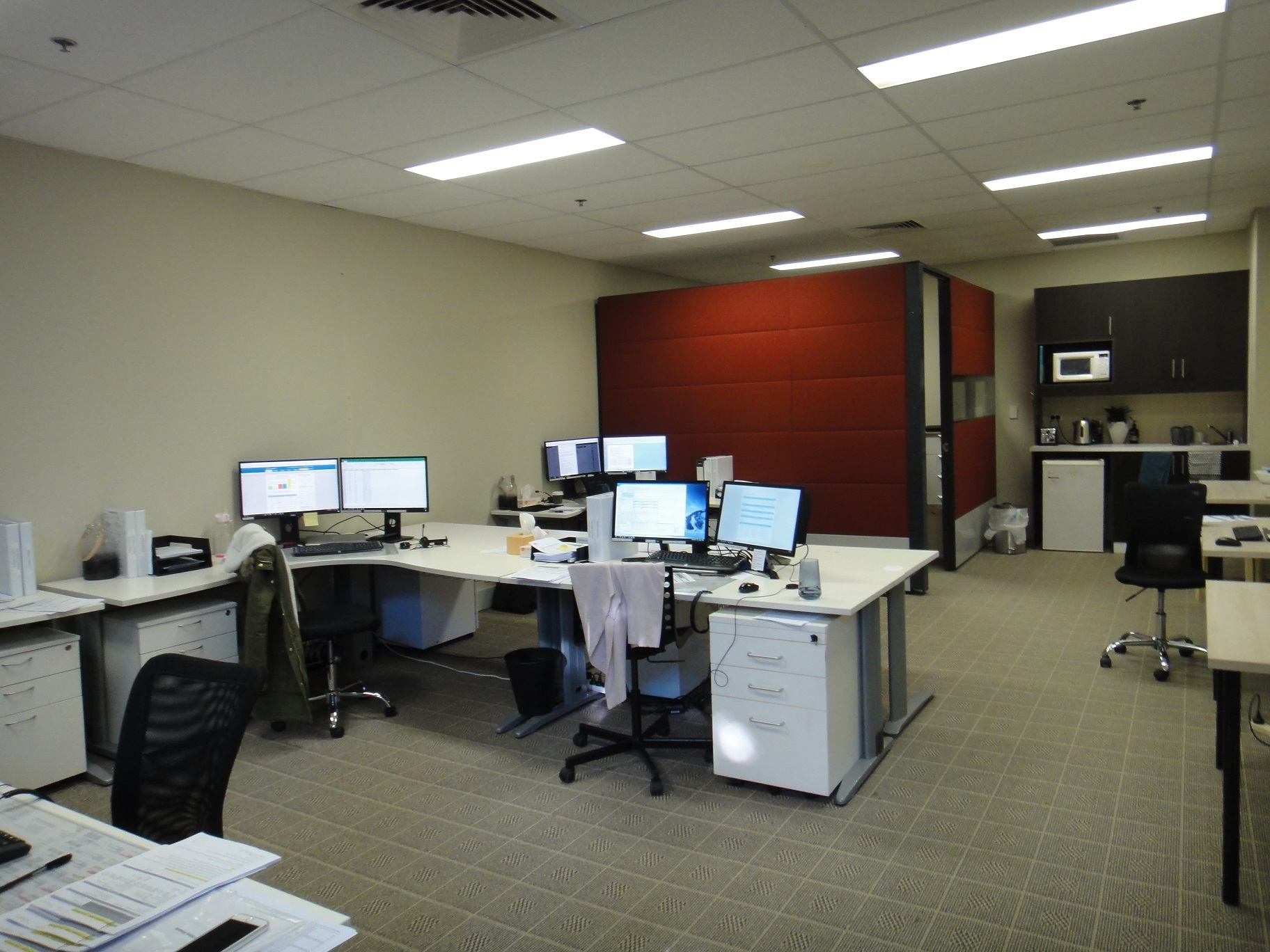 Versatile Office in Modern Building