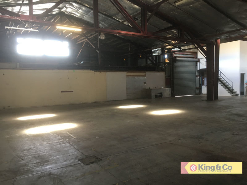 SOLID WAREHOUSE - GREAT VALUE