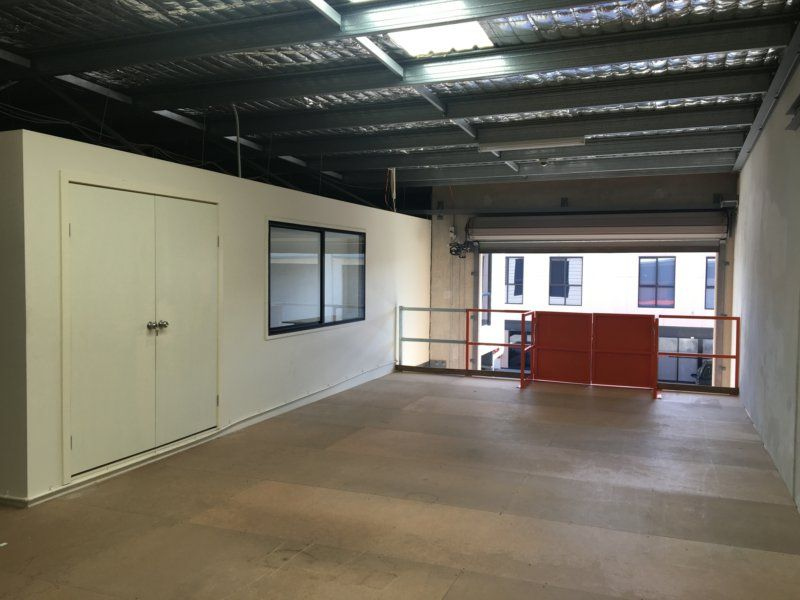 223sqm Warehouse/Office With Ample Parking