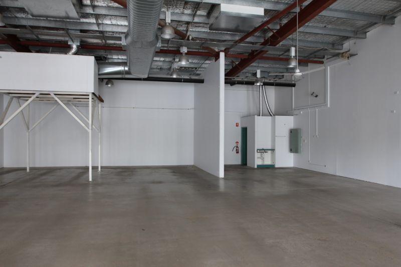 Large Open Plan Showroom