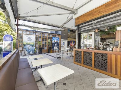 FULLY FITTED BAR/CARE IN THE HEART OF ROSALIE!
