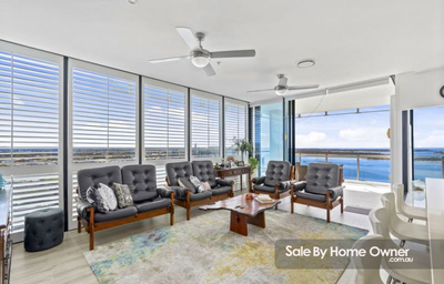 GOLD COAST APARTMENT IN LUMIERE PRIVATE RESIDENCES ON THE BROADWATER