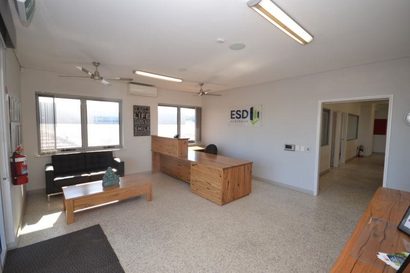 Thinking 200sqm of earthy sustainable office? Think 212 Fulham Street!