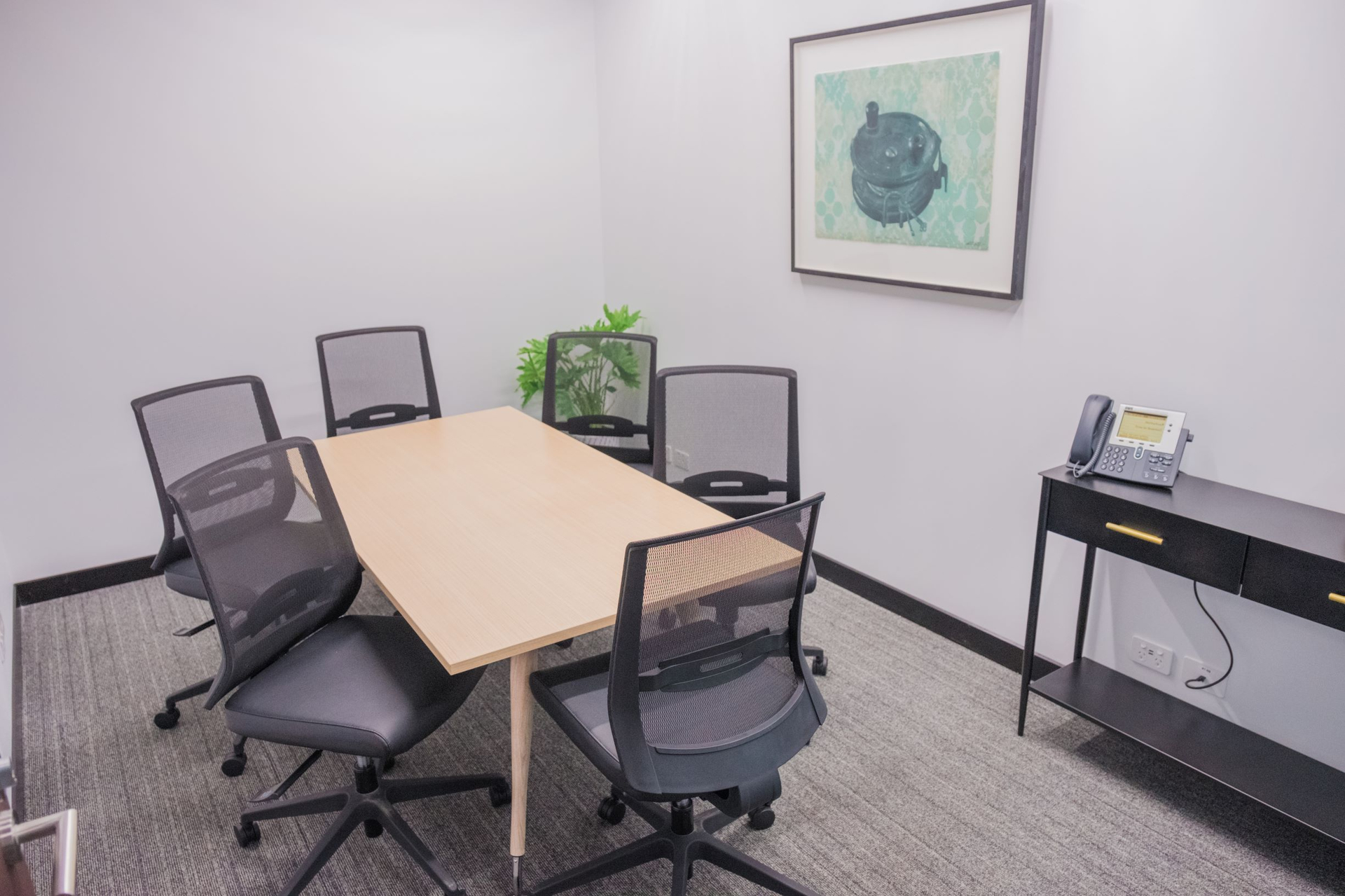 Modern 1-person office located in the heart of Hobart's Central Business District.