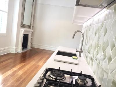 MODERN 2 BEDROOM 2 BATHROOM SEMI-STYLE APARTMENT & PARKING