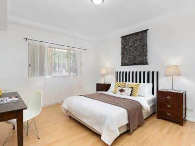 Nice larged sized apartment only short stroll away to North Sydney CBD