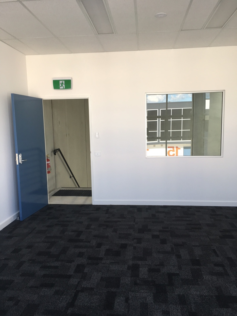 Great High Clearance Unit in New Modern Complex Fronting Old Pittwater Road Brookvale.
