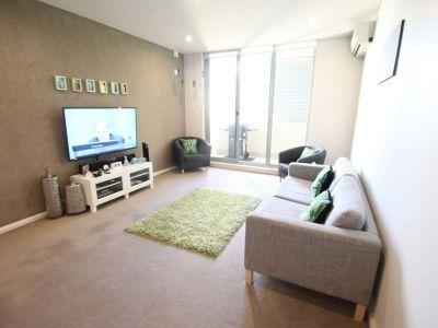 Huge Modern One Bedroom Apartment Freshly painted with Outdoor Furniture, Parking & Storage *1 WEEK FREE RENT*