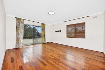 Beautifully presented 3 Bedroom Apartment in Perfect Location