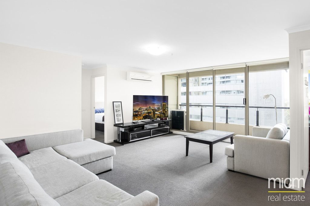 Updated and Bright St Kilda Road Living