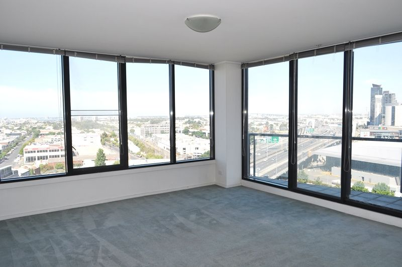 Yarra Crest: 14th Floor - Tram Stop At Your Doorstep!