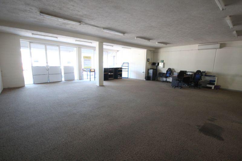 Showroom / Warehouse With Unbeatable Exposure
