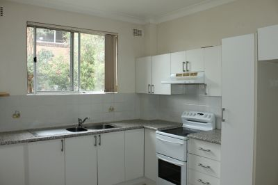 Immaculate 2 bedroom apartment in fantastic location ||