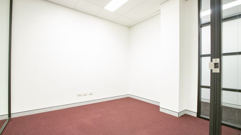 WELL POSITIONED PROFESSIONAL SUITE WITH LEAFY OUTLOOK