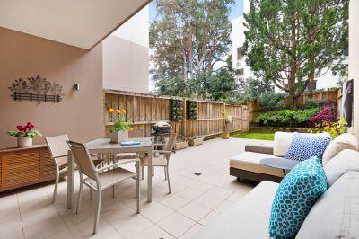 Designer garden apartment footsteps from cafés and village lifestyle