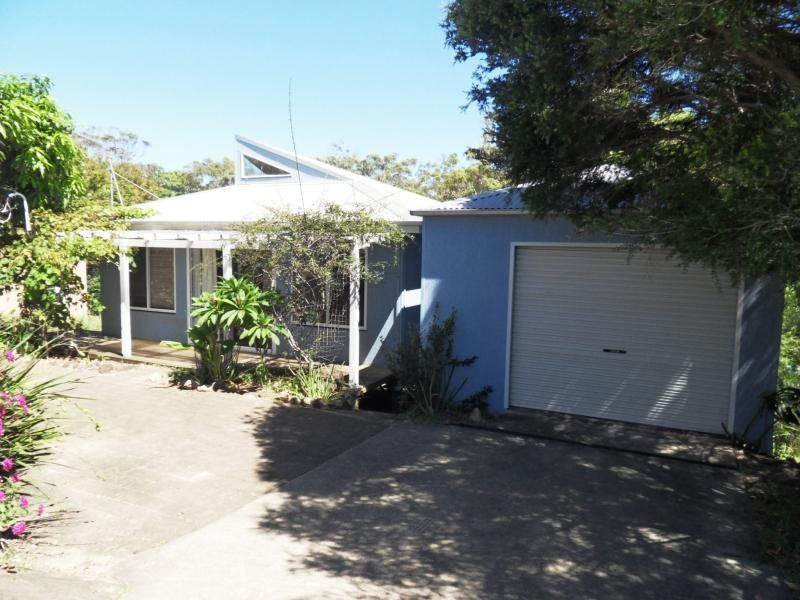MODERN 2 BEDROOM HOUSE CLOSE TO SHOPS & BEACH