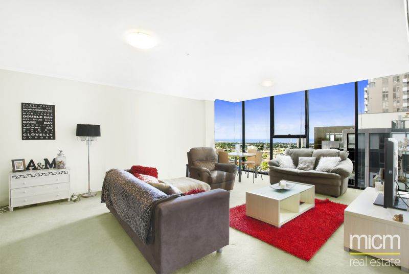 Enjoy the Lively Southbank Lifestyle on 29th floor