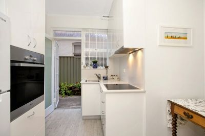 Fresh & Bright Apartment in Leafy Locale