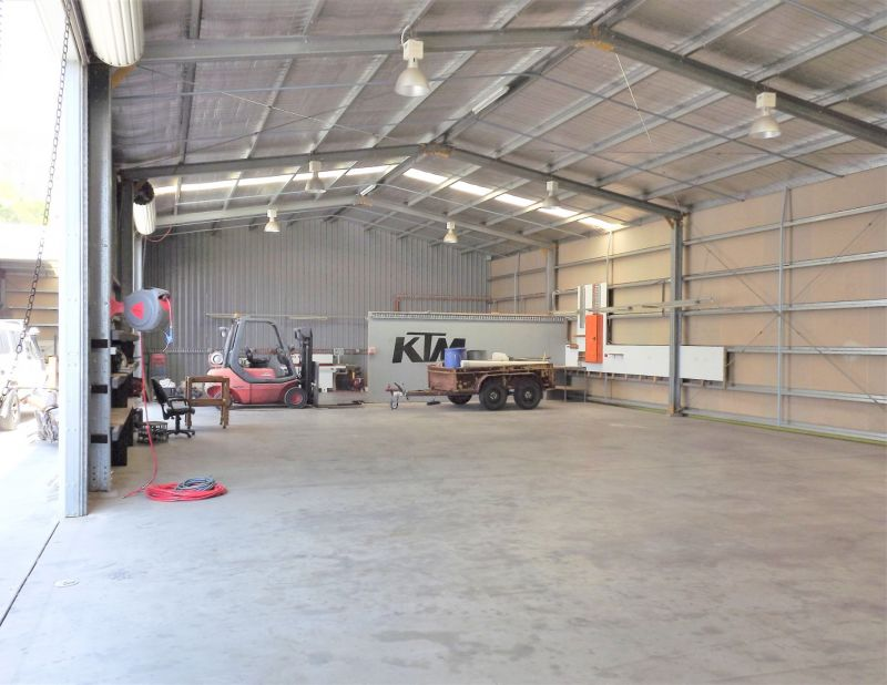 380M² METAL CLAD OFFICE/WAREHOUSE WITH AMPLE PARKING