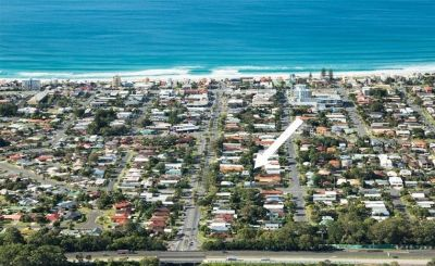 Hot property! 500m to the beach & Cafes. No Body Corporate.