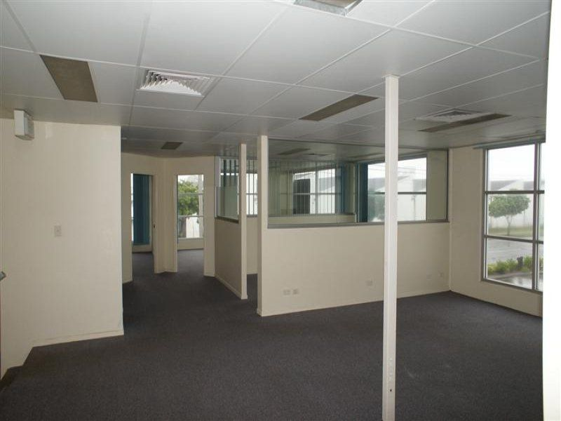 Highly presentable office/ warehouse