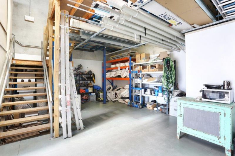 147sqm Well Presented Unit with Excellent Direct Access