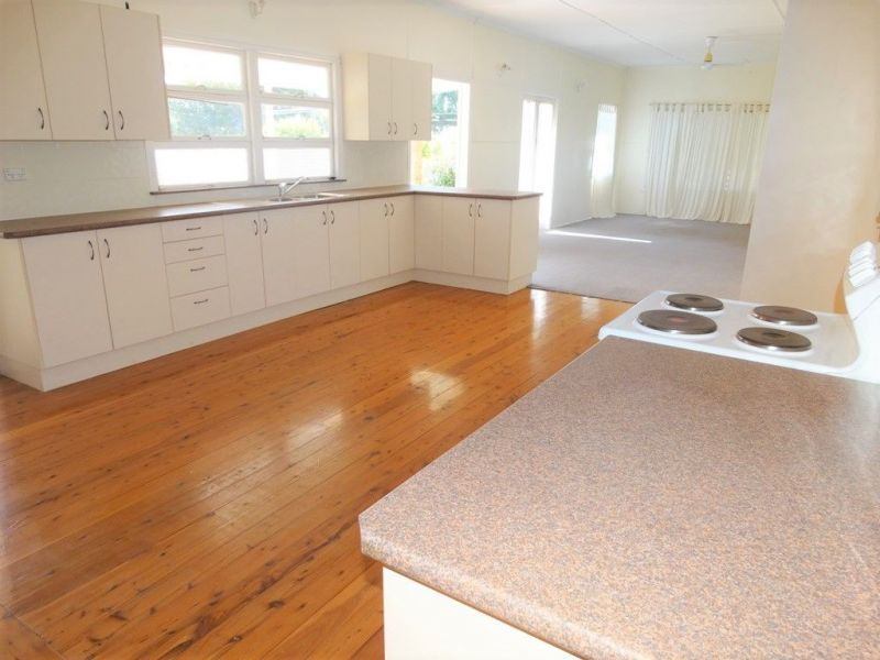 MASSIVE LIVING, SPACIOUS BEDROOMS, SMALL PRICE!