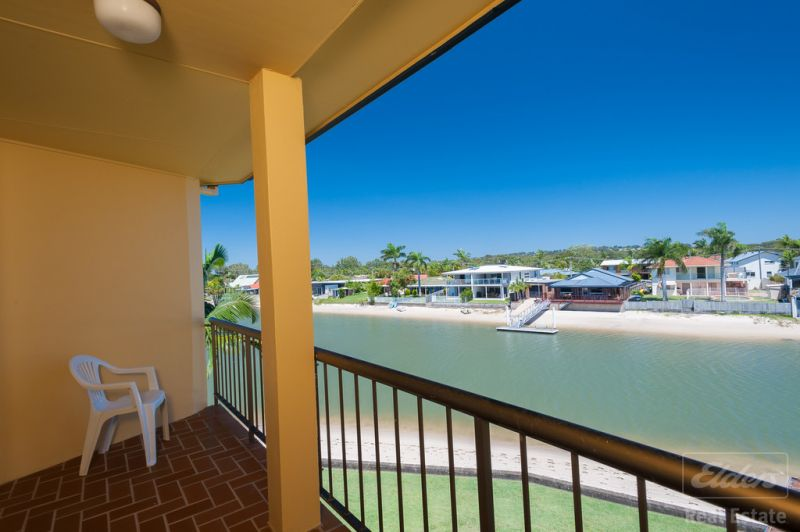Absolute waterfront Mooloolaba Unit