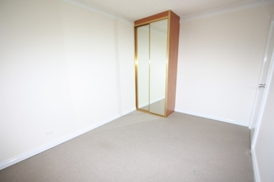Neatly Presented Apartment in a Quiet and Convenient Street!