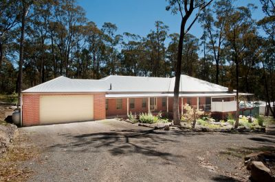 EXQUISITE 4 YEAR OLD HOME ON APPROX 1 ACRE