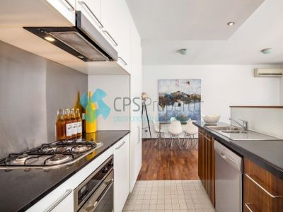 SLEEK & SOPHISTICATED TWO BEDROOM IN GREAT LOCATION OPEN FOR INSPECTION: SAT 11 OCTOBER - 10:00 TO 10:30AM
