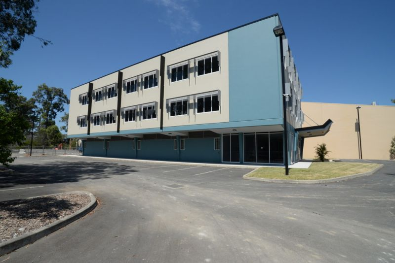 90m2* New Office On First Floor Of Corporate Building