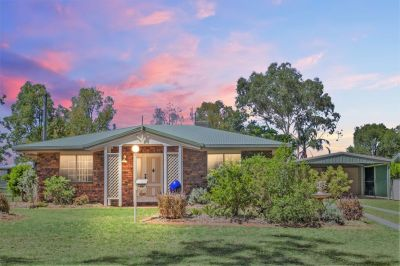 HUGE SHED, BORE, 3 BED + OFFICE, 2 BATH, 970m2 BLOCK . . .
