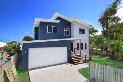 Brand new home, 500m to the beach!