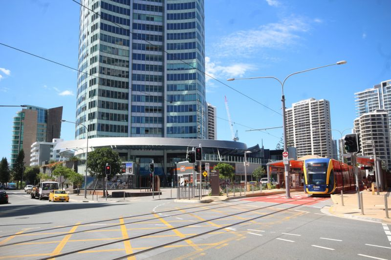 Surfers Paradise Hot Spot! Meters from tram station