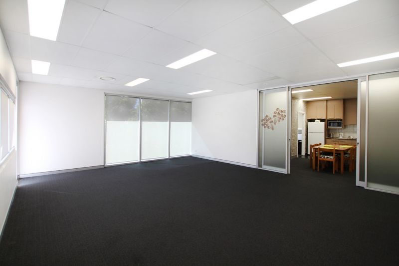 Prime Warehouse/Office Combo in Bruce Highway Position   For Lease