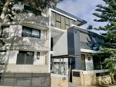 Executive Apartment in Small Boutique Complex.North Aspect. Light and Sunny. Lift Access. Secure Parking.