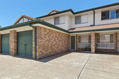 Neat townhouse in central Carrara location